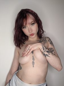 TopSiteCam Eva Ray covering boobies with one hand